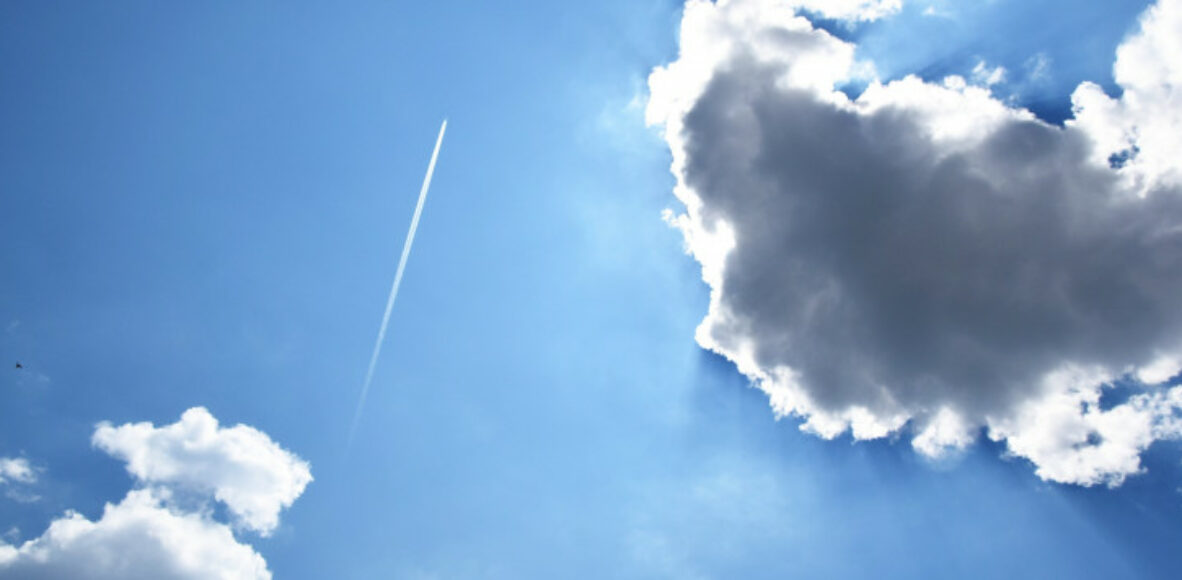 jet-stream-and-sun-behind-clouds
